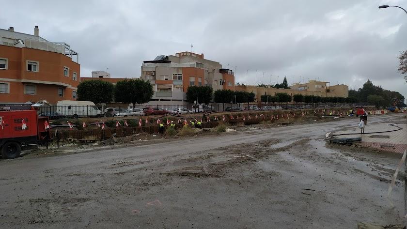 Obras en marcha de la primera fase del soterramiento de las vías del ferrocarril a su llegada a la capital.