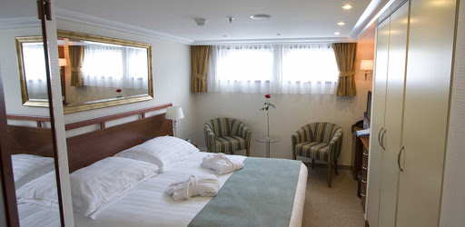 amadante-stateroom3.jpg - Rest up in your AmaDante stateroom before heading out on daylong shore excursions.
