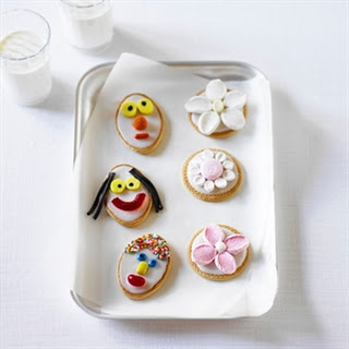 Funny Faces & Fancy Flowers Biscuits