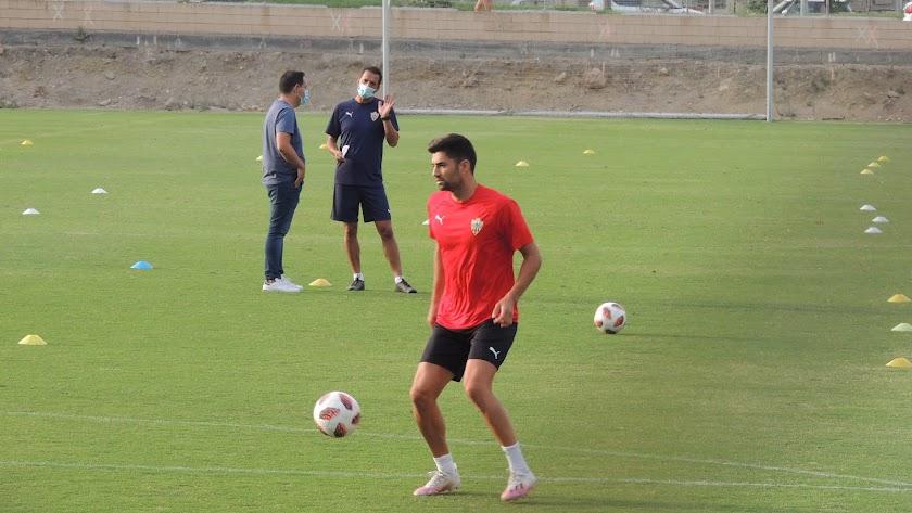 Enzo Zidane entrenando en la Vega con el Almería B.