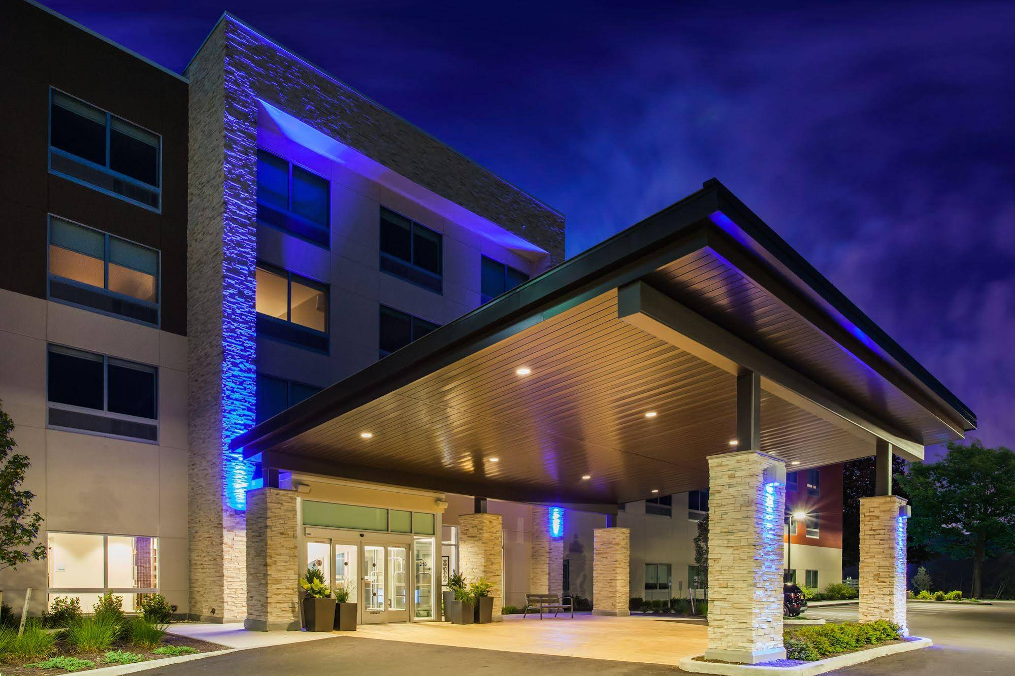Holiday Inn Express and Suites Queensbury Lake George Area