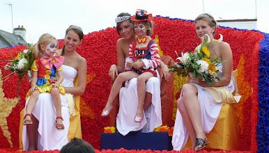Photo: Les Reines 2013 de la Ria vont bientôt embarquer à bord du Santig Du pour la bénédiction de la Mer à Etel le 15 aout