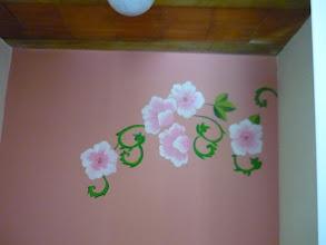 Photo: Na parede, flores. http://celiamartins.blogspot.com/