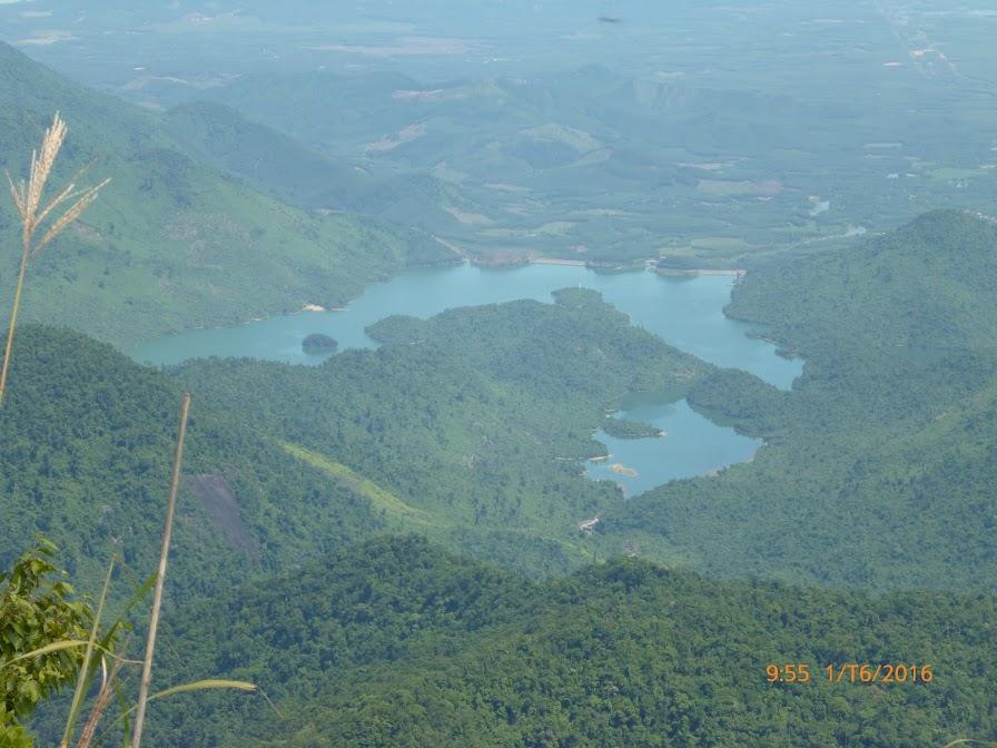 Hồ Truồi nhìn từ đỉnh Bạch Mã