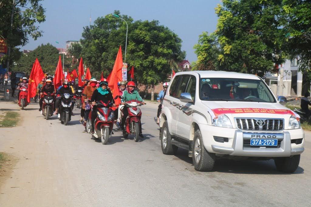 Đoàn tham gia diễu hành hưởng ứng lễ phát động Tháng hành động quốc gia về dân số