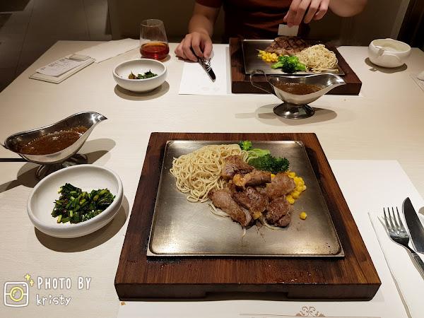 赤鬼炙燒牛排台灣大道店-超愛軟嫩有嚼勁的沙朗牛排,經典法果球麵包與特製沾醬好美味!