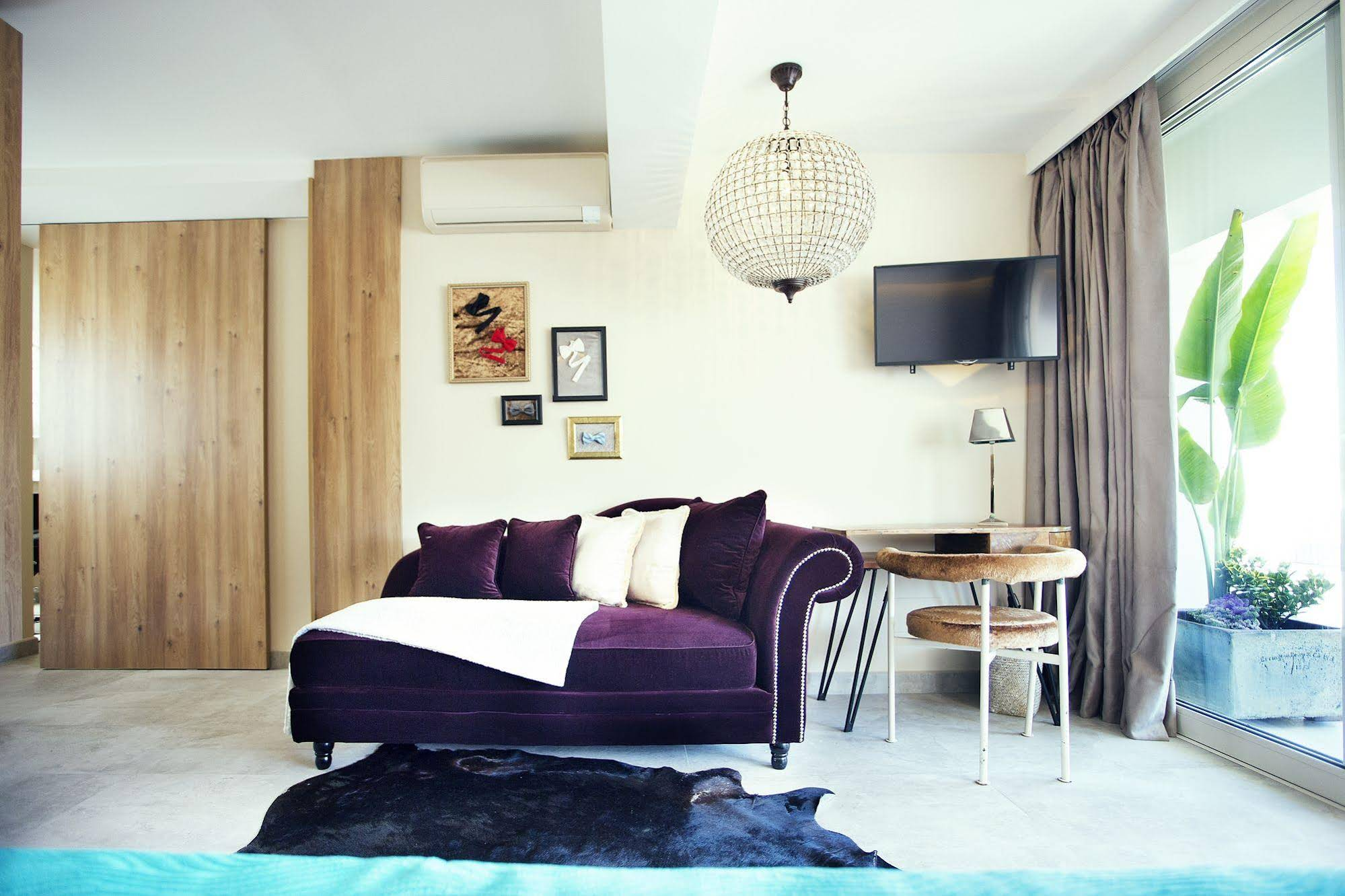 Cabaret Terrace Suite