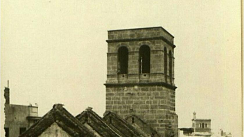 Torre-campanario de la Iglesia de Santiago.
