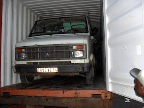 Photo: Retour en arrière, lorsque notre vieux C25 arrive par container à Cotonou en octobre 2010