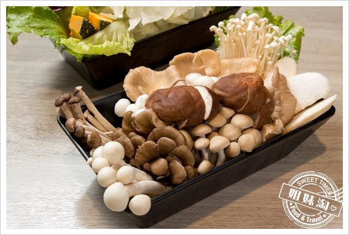 愛食鍋麻辣鴛鴦鮮菇拼盤