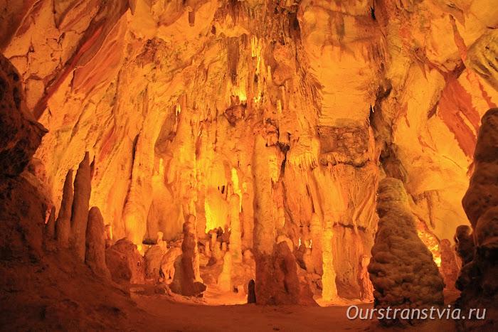 Достопримечательности Португалии - пещера Grutas de Moeda