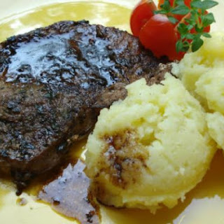 Cutlets with balsamic vinegar, thyme and Parmesan mashed potatoes