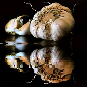 Garlic is good by Sjamsul Rizal - Nature Up Close Gardens & Produce