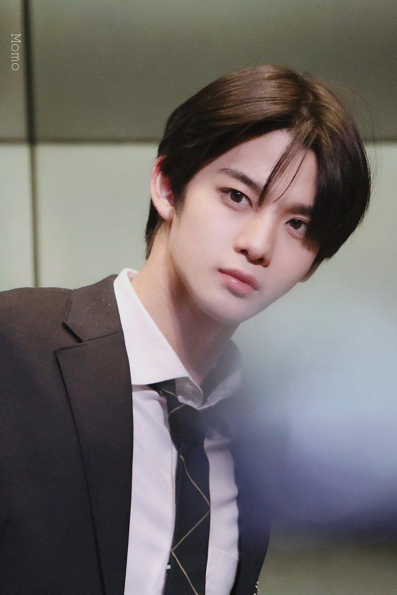 bae jinyoung uniform4
