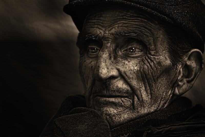 lo sguardo di un anziano di peppe_vella