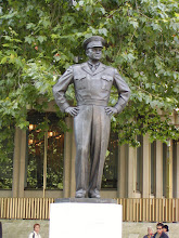 Photo: Statue of Eisenhower in London Park