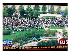 Photo: illegals line up under obamanesty