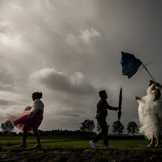 Wedding photographer Louise van den Broek (momentsinlife). Photo of 07.10.2017