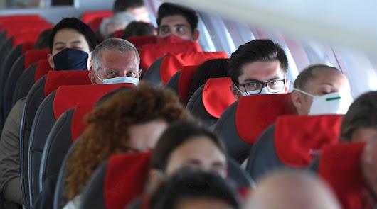 Un vuelo a Madrid aterriza en Málaga porque un viajero no quería usar mascarilla
