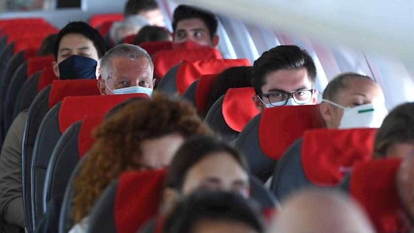 Imagen de archivo de un vuelo durante la pandemia.