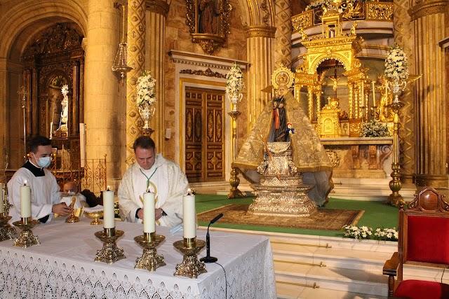 José María Sánchez, presidente de la Agrupación de Cofradías, presidió la eucaristía.