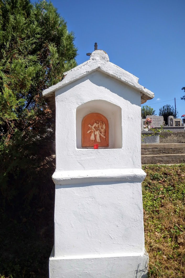 Szűr - keresztút a temetőben