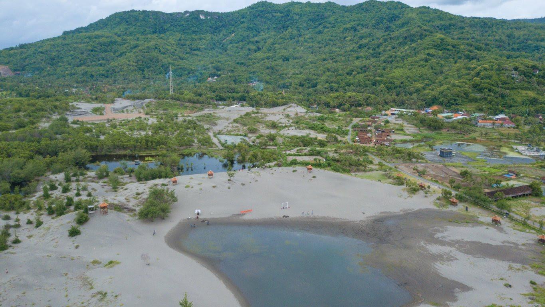 Gumuk Pasir Parangkusumo Yogyakarta yang dilihat dari udara menggunakan drone