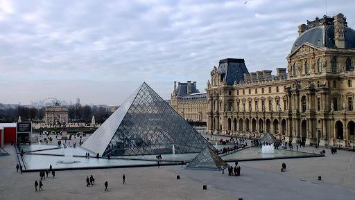 La pyramide du Louvres