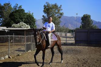 Photo: Trần trang chủ biểu diễn cởi ngựa, sao mà vui và dễ làm sao!
