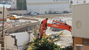 Demolición de las viejas casetas de pescadores.