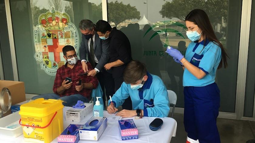 El delegado, en el punto de vacunación del Palacio de los Juegos.
