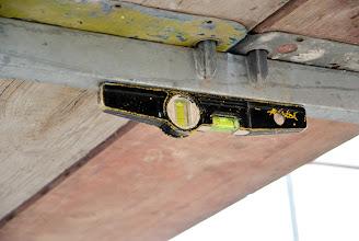 Photo: 02-11-2012 © ervanofoto Alles wordt mooi waterpas gezet. Dank zij de magnetische waterpas kan dit ook zo.