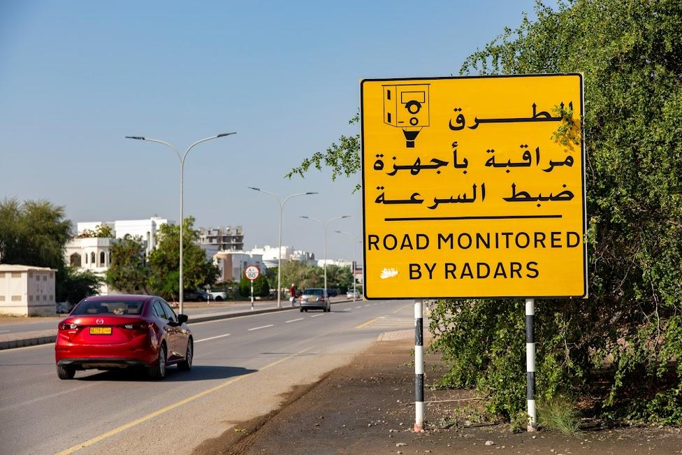 samochodem po Omanie, fotoradary, znak