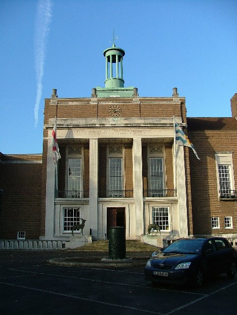Photo: County Hall Hertford (2005)  © Copyright Robin Hall and licensed for reuse under this Creative Commons Licence (CC BY-SA 2.0) http://www.geograph.org.uk/reuse.php?id=83636  ★画像使用記事 『刑事フォイル』 http://inagara.octsky.net/keiji-foyle