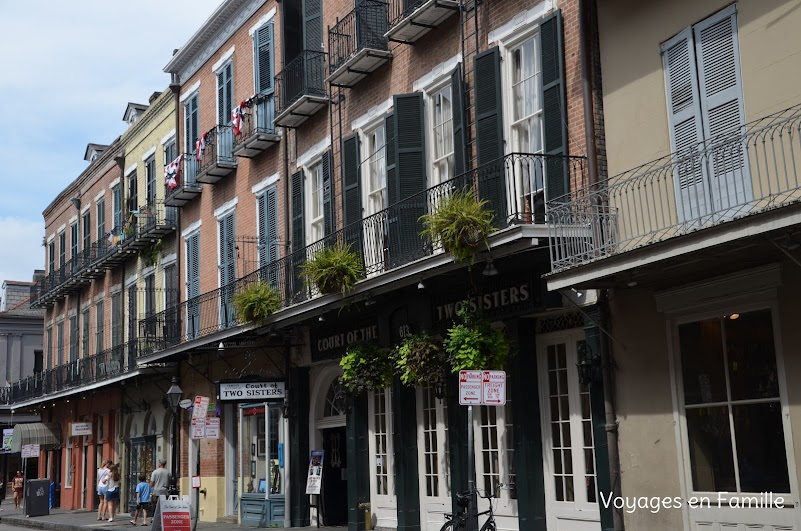 Court of 2 sisters - french quarter