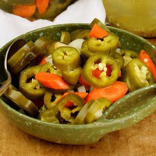 Pickled Jalapenos en Escabeche