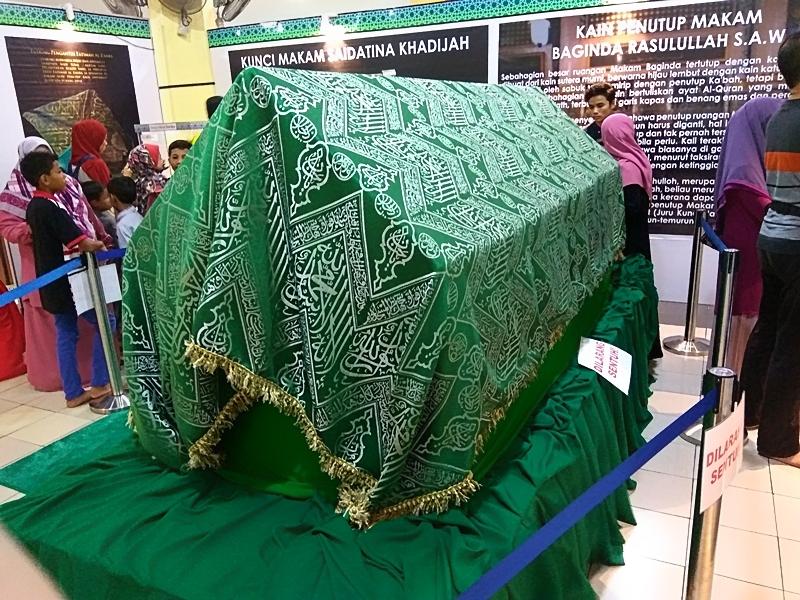 kain makam Rasulullah SAW di pameran Artifak Rasulullah SAW