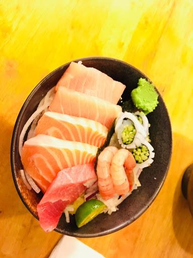 甜蝦花枝  份量豐富 米飯普普 配料分散不好食用
