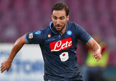 Naples gagne grâce à un penalty litigieux