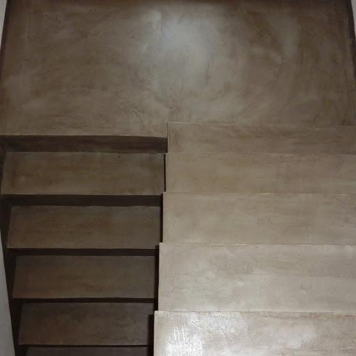 pose-de-beton-cire-sur-un-escalier-soi-meme-avec-kit-beton-cire-complet-pour-renover-un-escalier-en-beton-cire