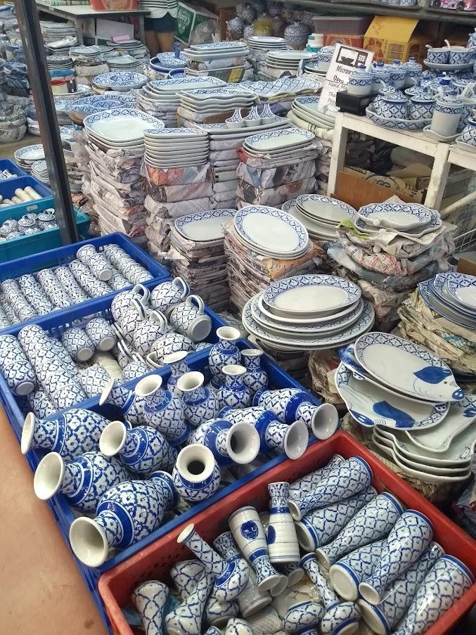リンさんの青白陶器店