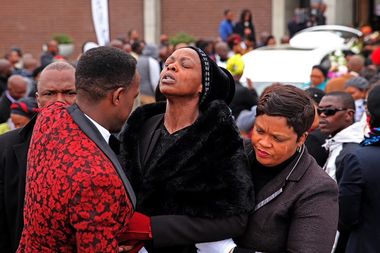 :Khensani's mother Thembi Maseko could not hold her tears as the boidy of her daugther was to be laid to rest at NASREC memorial park south of Johannesbug .
