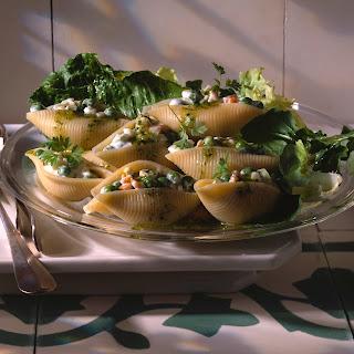 Gemüsesalat in Riesenmuscheln