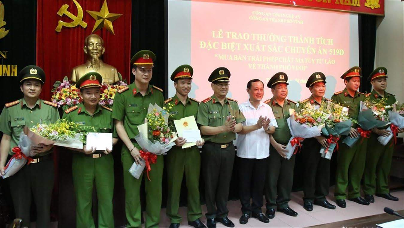 Trao thưởng thành tích đặc biệt xuất sắc trong Chuyên án 519Đ cho Công an TP Vinh