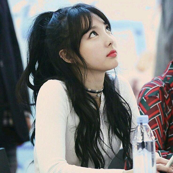 nayeon choker 5