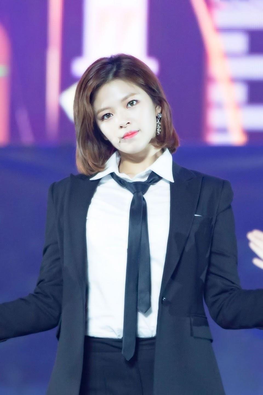 jeongyeon suit 7