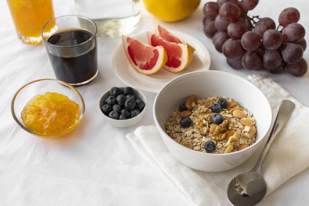 2. ละเลยอาหารเช้า ก็เป็นหนึ่งในสาเหตุที่ทำให้เหนื่อยล้าอ่อนเพลียได้เหมือนกัน