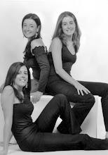 Photo: Patricia, Sara y Rosa María, hijas de Amado Moreno y su esposa Rosa María Fernández