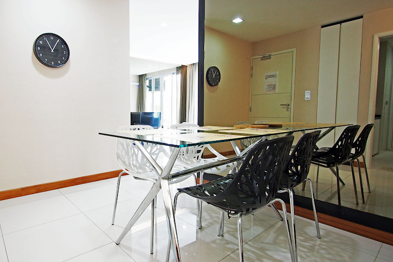 Dining area at Geylang Apartments, Chinatown