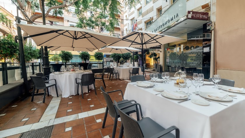 Hotel Nuevo Torreluz en la Plaza de Las Flores.